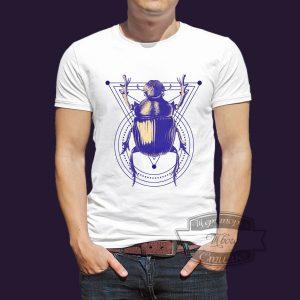 футболка с скарабеем
